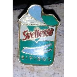 Ancien pin's collection sveltesse + attache métal