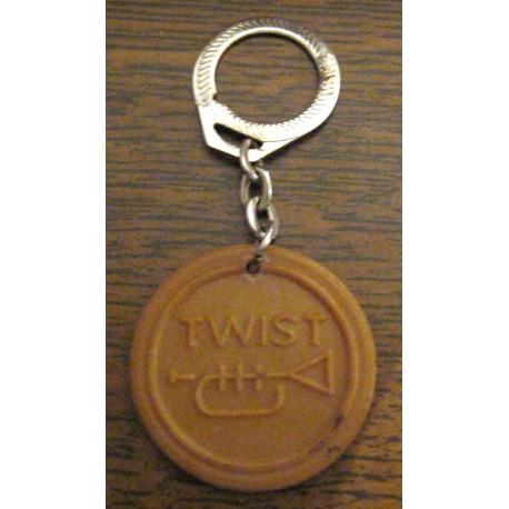 """Ancien porte clé publicitaire """" TWIST BISCUITS REM """""""