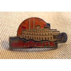 Ancien Pin's collection publicitaire BENENUTS 02 sans attache