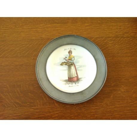 ancienne assiette deco vieux metier porcelaine contour etain