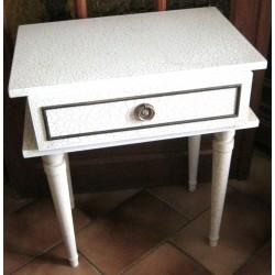 Ancienne table chevet crème style craquelé avec 1 tiroir