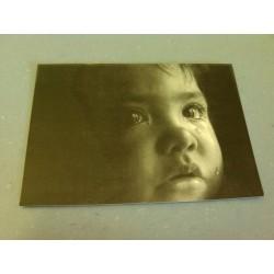 Carte Postale portait - Bébé en pleure - Noir et Blanc