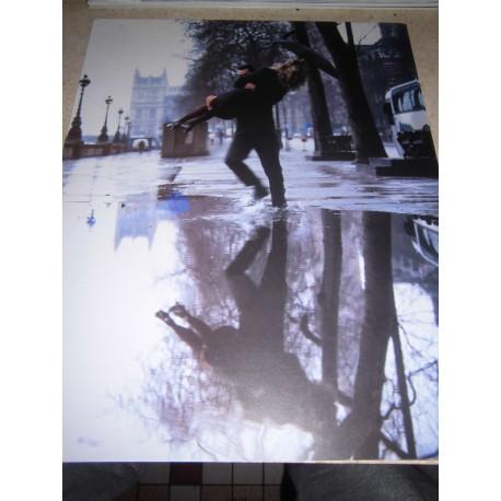 POSTER DECORATIF (35x28cm) couple sur une flaque d'eau