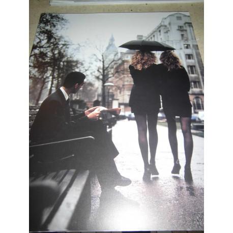 POSTER DECORATIF (35x28cm) 2 femmes sous un parapluie