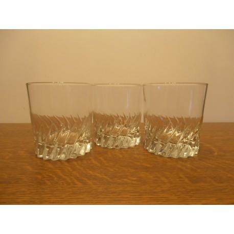 lot de 3 anciens verres a whisky apéritif transparent fond relief ( lot 2 ) tbe