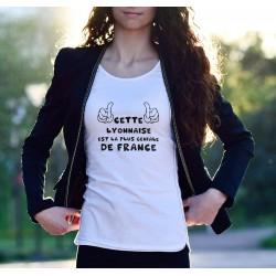 TRANSFERT TEXTILE TEE SHIRT HUMORISTIQUE FEMME CETTE LYONNAISE EST LA PLUS GENIALE DE FRANCE NEUF