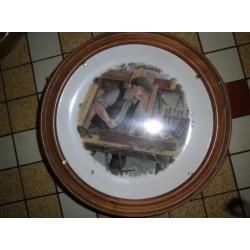 """Assiette porcelaine déco a suspendre """" Le menuisier """" + Cadre Bois Offert Neuve"""