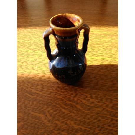 petit vase a anse type vallauris barbotine sables d'olonne numerotée