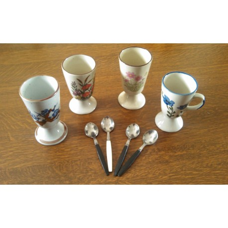 Lot de 4 tasses mazagrans divers + 4 cuilleres offertes tbe