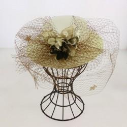 Chapeau de cérémonie à voilette et application fleurs femme mariage bapteme anniversaire communion plage neuf