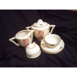 ensemble 12 tasses soucoupes pot a lait sucrier porcelaine doré a l'or fin be