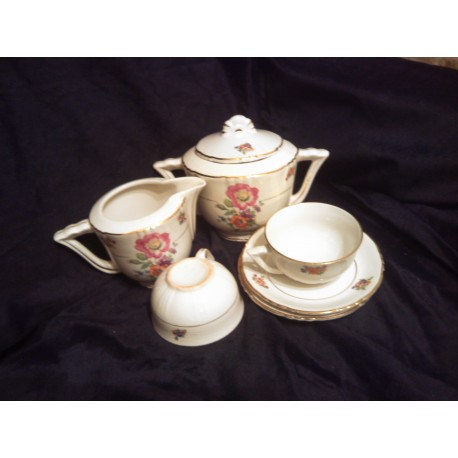 ensemble 12 tasses + soucoupes pot a lait sucrier porcelaine doré a l'or fin be