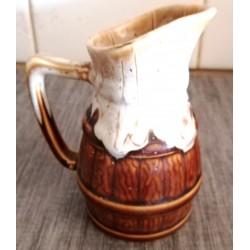 Ancien pichet a vin numéroté type vallauris année 70 céramique ou grès relief avec anse bon état