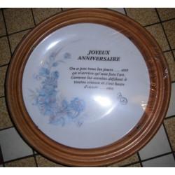 """Assiette porcelaine """" joyeux anniversaire 01 """"+ Cadre Bois pour suspendre Offert Neuve"""