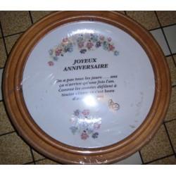 """Assiette porcelaine """" joyeux anniversaire 02 """"+ Cadre Bois pour suspendre Offert Neuve"""