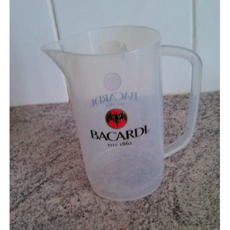 Pichet en matière plastique marque Bacardi.