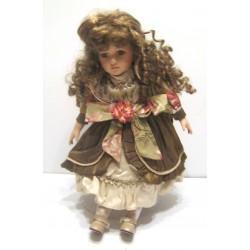 Ancienne poupée de collection chatain yeux marron robe verte decor fleuries