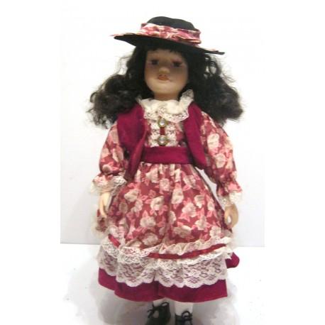brune yeux marron robe rose dentelle blanche velours bordeaux avec chapeau