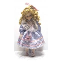 Ancienne poupée de collection blonde yeux bleus robe mauve et rose dentelle blanche avec sac a main