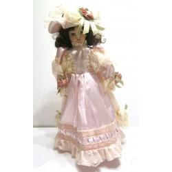 Ancienne poupée de collection brune yeux marron robe rose a dentelle avec chapeau