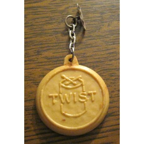 """Ancien porte clé publicitaire """" TWIST BISCUITS REM"""""""