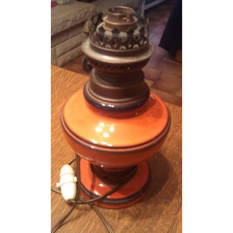 Ancienne lampe a pétrole modifié en lampe de chevet électrifiée céramique France