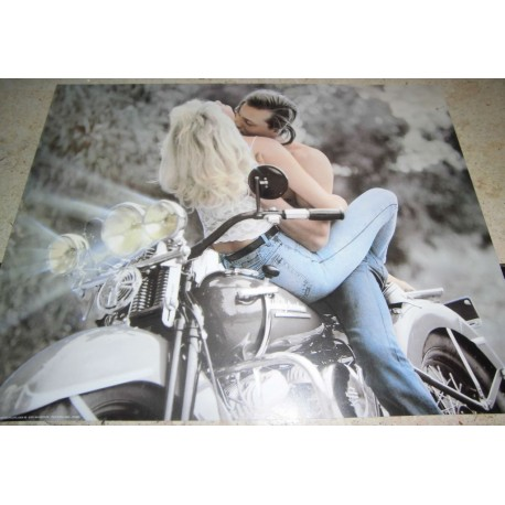POSTER DECORATIF (35x28cm) COUPLE ENLACES SUR MOTO