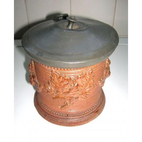 Ancien pot en grès couvercle étain numérotée barbotine relief feuilles
