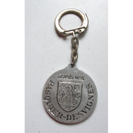 """Ancien porte clé publicitaire """" grands vins pasquier desvignes"""""""