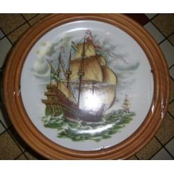 """Assiette porcelaine """"Bateaux 02 """"+ Cadre Bois a suspendre Offert idée cadeau original Neuve"""